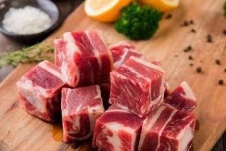 杜衡肉牛:在11年内带动2万多农民增加收入